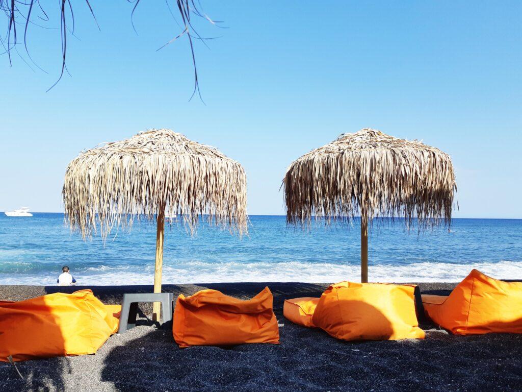 Perissa rand, Santorini, must rand, puhkus